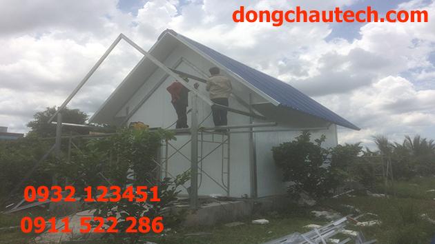 Thi công mái nhà lắp ghép bằng tấm panel cách nhiệt